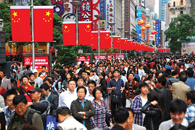 So Many new consumers in Shanghai. Photo by Austronesian.
